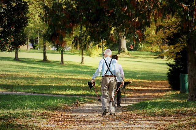 Promenade de seniors.