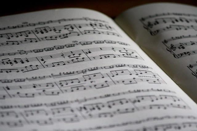 Une partition de musique.