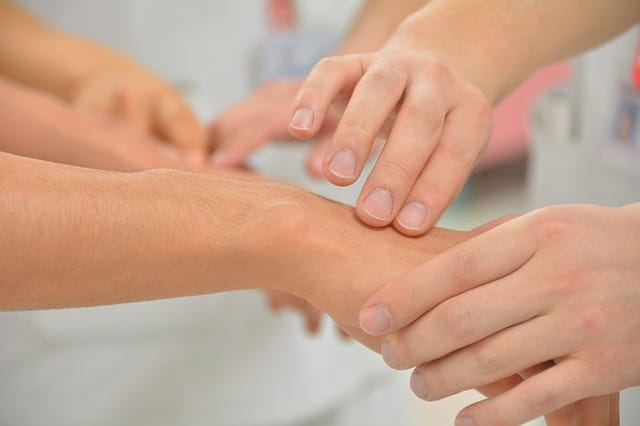 Comment améliorer le rapport entre soignant et soigné dans les maisons de retraite.