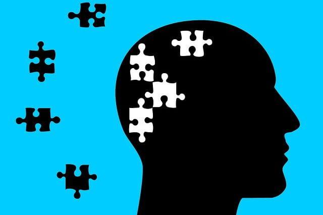 Image de puzzles manquants dans un cerveau pour évoquer la maladie d'Alzheimer.