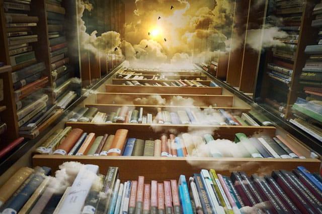 Bibliothèque montant jusqu'au ciel.