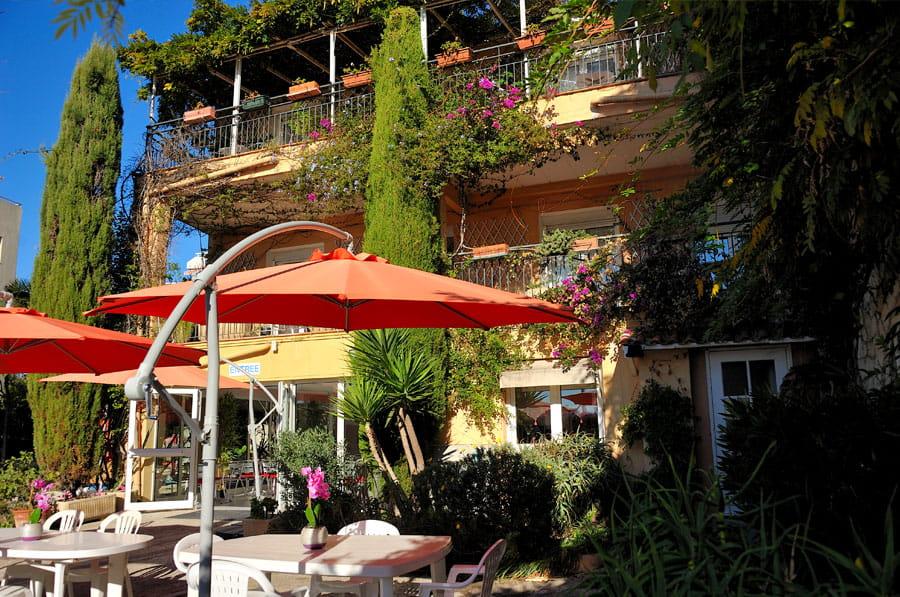 Balcons et jardin d'une maison de retraite Senectis.