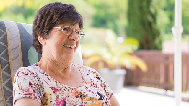 personne âgée résidant en maison de retraite dans les Alpes-Maritimes.