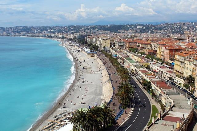 Vue sur la Promenade des Anglais à Nice.
