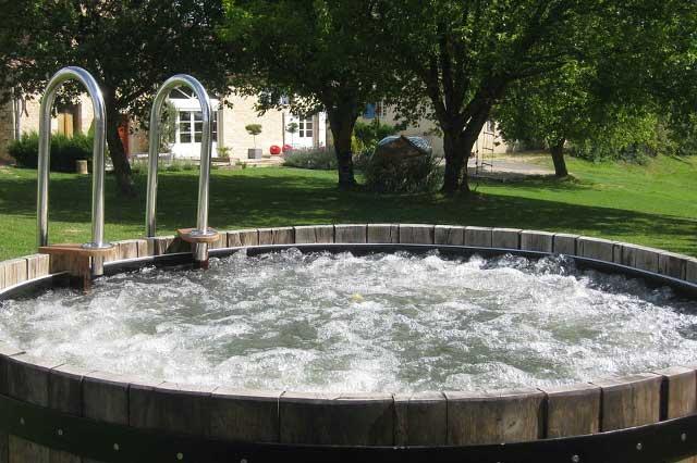 Se détendre avec de l'eau chaude.