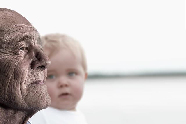 Un homme et son petit fils