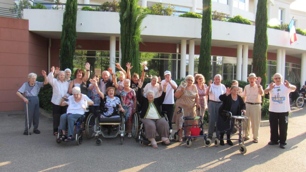Les personnes âgées d'une maison de retraite Senectis.