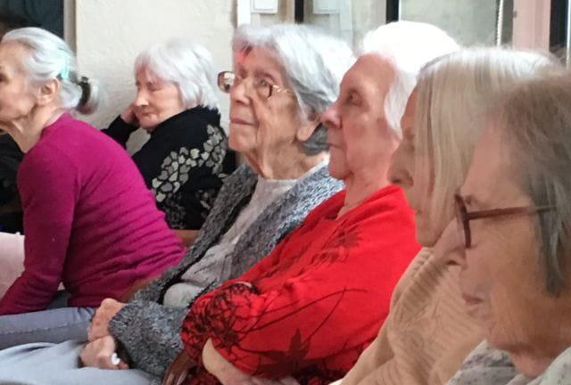 Nos seniors en pleine activité ludique dans un EHPAD du 06 Senectis.