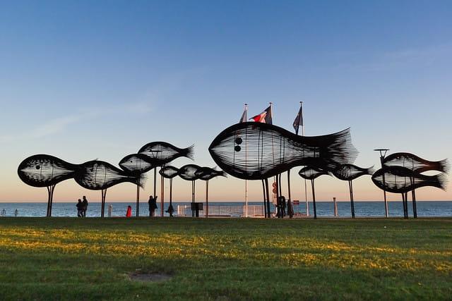 Sculpture au bord de la mer à Cagnes-sur-Mer.