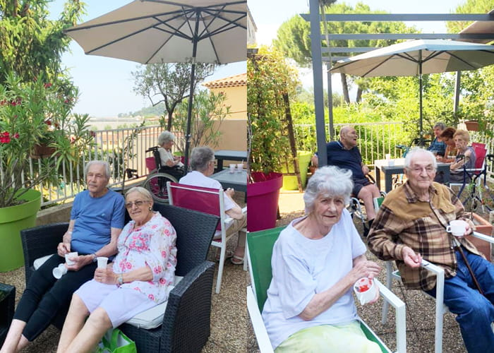 Seniors en EHPAD sur la Côte d'Azur.