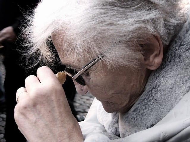Aide pour personnes âgées dépendantes.