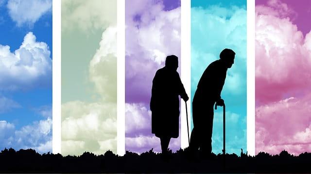 Ombres de deux personnes âgées.