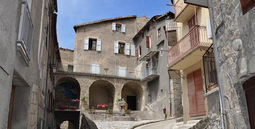 Visite touristique du village d'Annot.