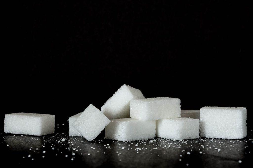 Du sucre en morceaux.