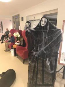 Les maisons de retraite fêtent Halloween.