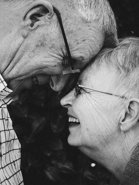 Personnes âgées optimistes.