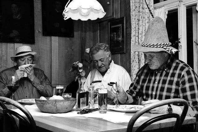 Personne âgée amies et vie sociale