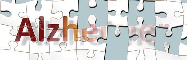 Alzheimer écrit sur un puzzle pas fini.