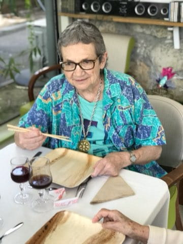 Repas dans une maison de retraite.