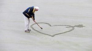 Les seniors trouvent parfois le grand amour en maison de retraite