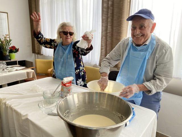 Atelier culinaire en maison de retraite.