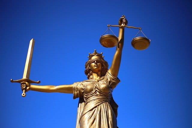 "Statue de la ""dame justice""."