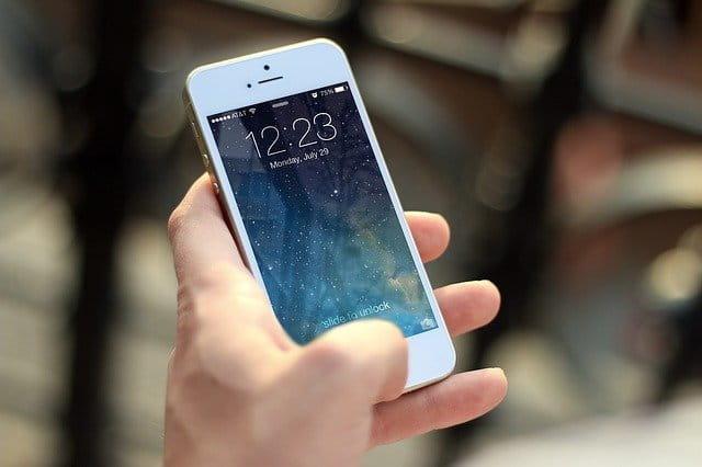 Main tenant un iphone